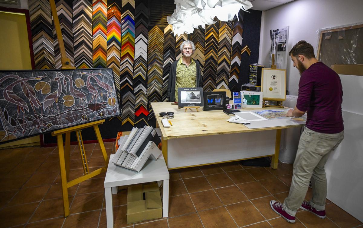 Freek is als lijstenmaker gecertificeerd door de Europese Fine Art Trade Guild (FATG).